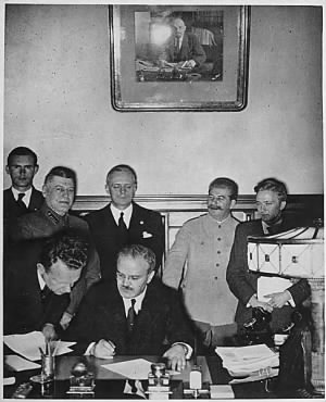 Molotov & Ribbentrop sign the German-Soviet non-aggression pact