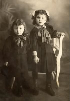 Lee Fearer & unknown sister