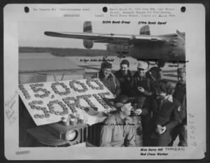 Lt Hoyt Payne, Jr. celebrating the 15,000 Sortie with his Combat Crew.