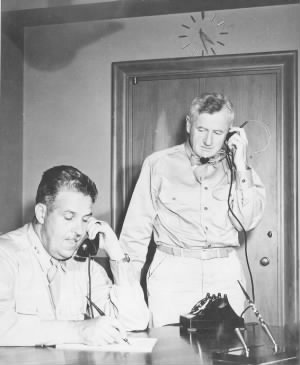 General Leslie Groves (left) and Brig. Gen. Thomas F. Farrell, 1945