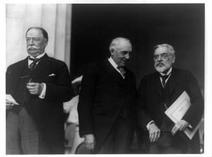 William Howard Taft, Warren G. Harding, and Robert Todd Lincoln, standing, left to right]