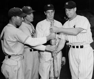 Mel Ott, Joe Moore, DiMaggio and Lou Gehrig at the 1936 World Series..jpg
