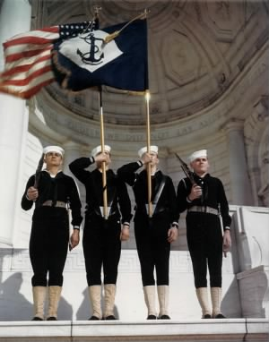 471px-US_Navy_030811-N-0000X-001_A_Navy_color_guard_on_parade_at_the_Arlington_National_Cemetery_Amphitheater,_Va.,_during_World_War_II.jpg