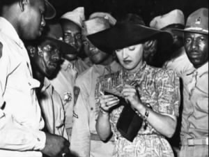USO-bette davis-with-black-soldiers.png
