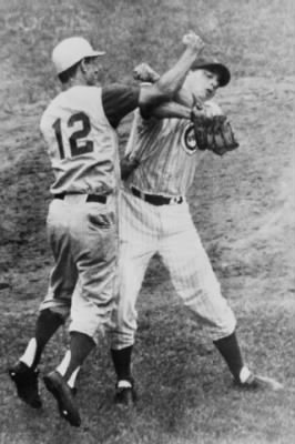 Billy punches Cubs Pitcher Jim Brewer.jpg